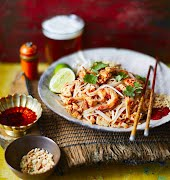 What to eat this week: Crab and shrimp pad Thai with chilli oil